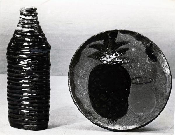 Бутыль и блюдо / Pudele un šķīvis
