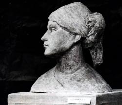 Молодая работница. Шамот, соль железа. Сделано в Дзинтари, закуплено с выставки в 1974 году в МОСХ / Jauna darbiniece. Šamots, dzelzu sāls